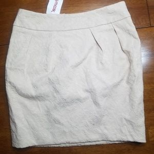 🦄NWT Creme Embossed Skirt🦄